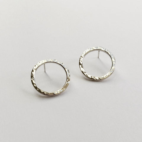 Medium LOOP earrings (silver) - Hammered or Plain