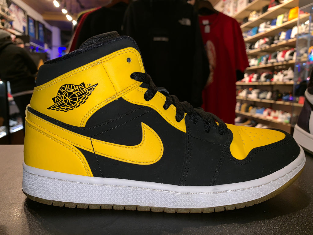 "Size 8 Air Jordan 1 Mid ""New Love"""