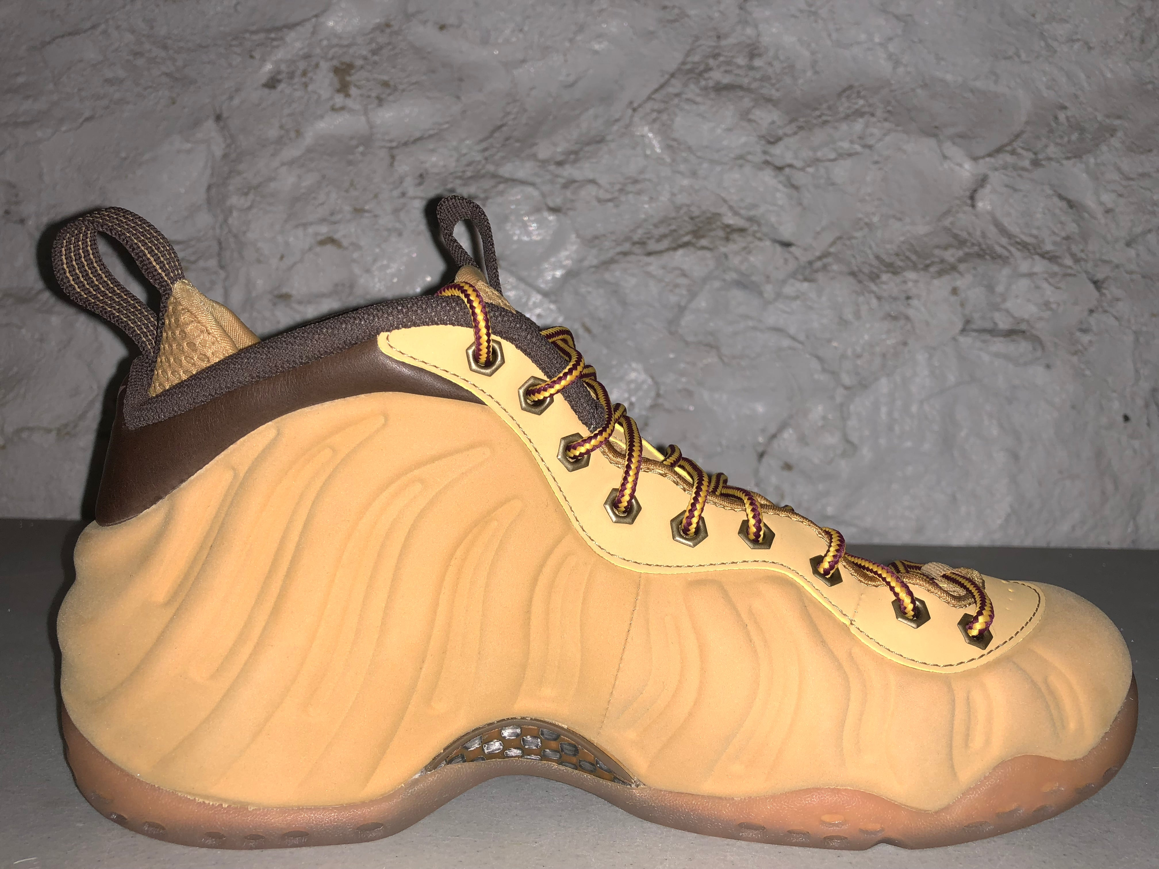 "Size 9 Foamposite One ""Wheat"" Pass as New"