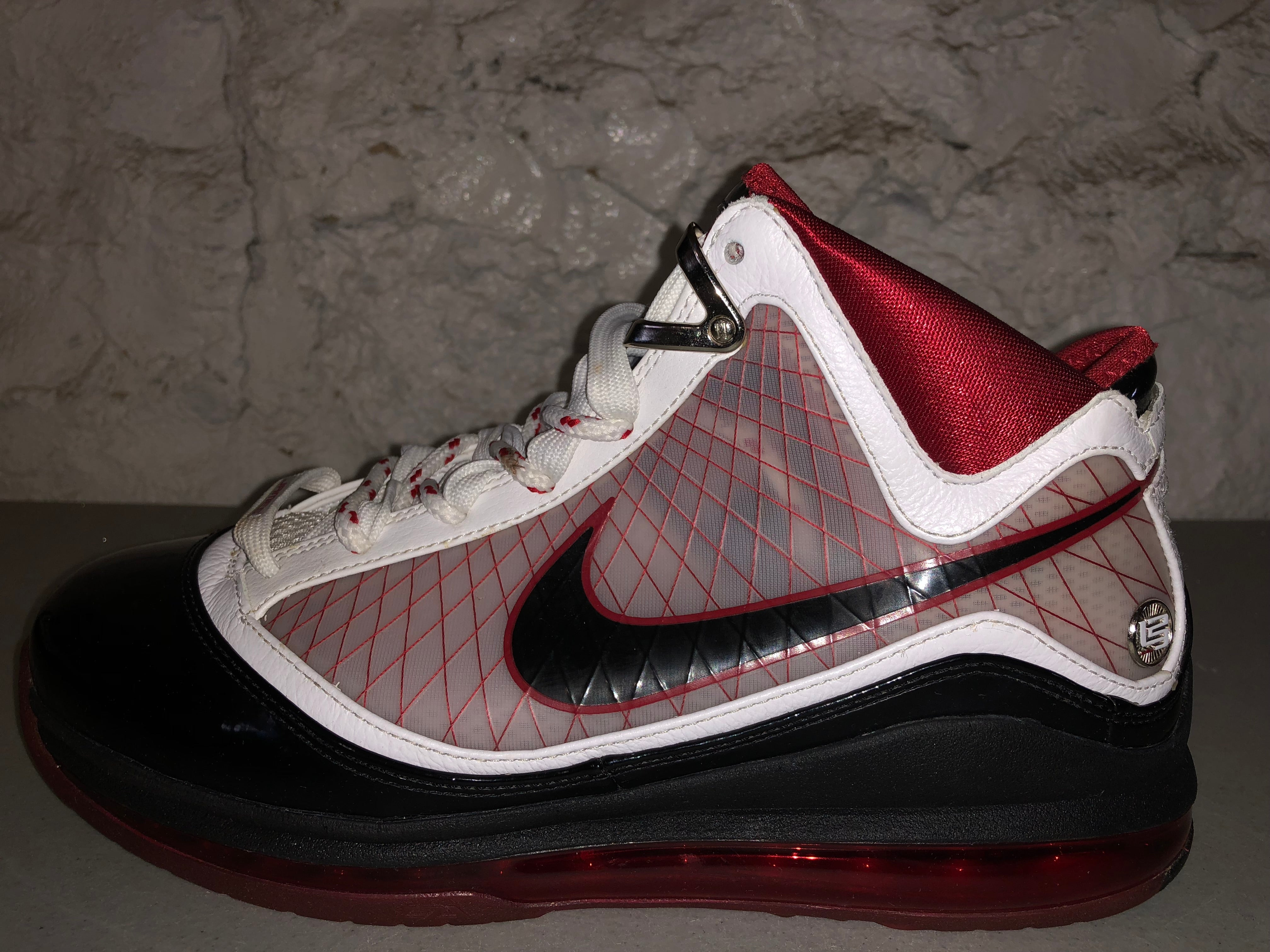 "Size 9 Lebron 7 ""Home"""