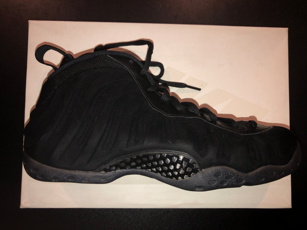 "Size 9 Foamposite One ""Triple Black Suede"" Pass as New"