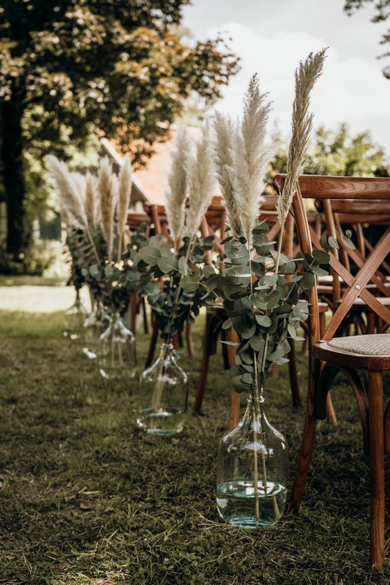 Backyard Wedding Inspiration for an Intimate Celebration - COVID-19 Wedding Ideas - Pretty Collected