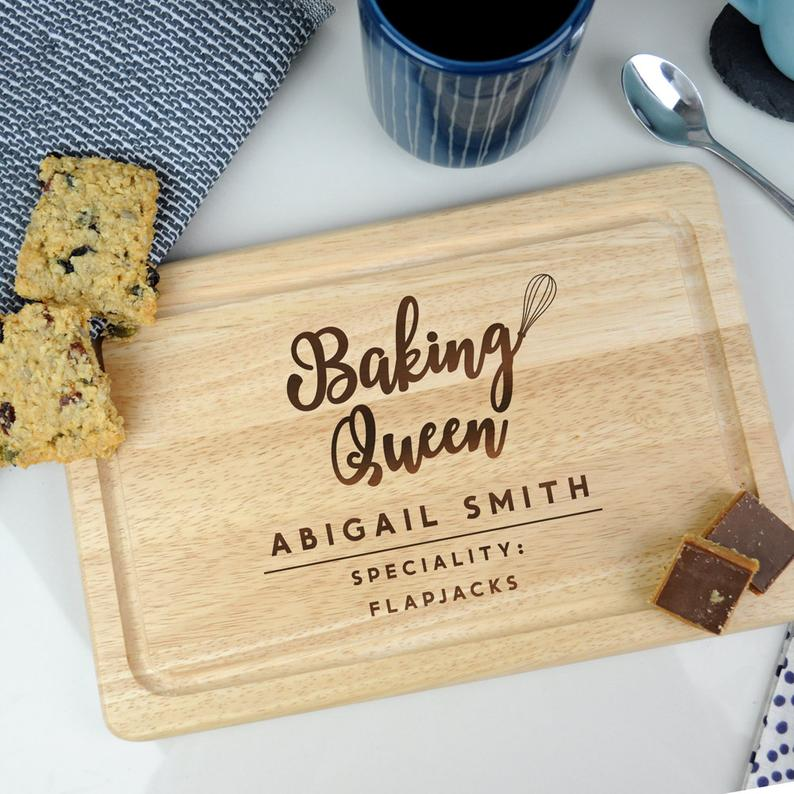 Personalised Wooden Chopping Board, 'Baking Queen' Cutting / Serving Board, Baking Gift Cake Stand, Cooking Kitchen Gifts for Her Mum Nana