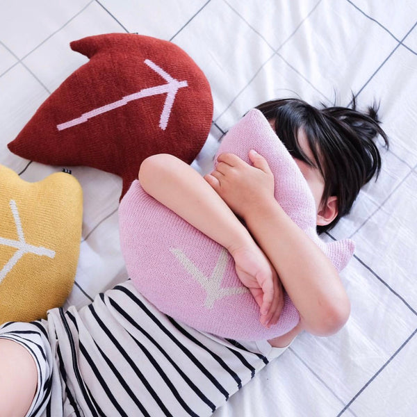 Leaf Pillow - Pink