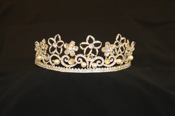 Large Gold Tiara with Pearl and Diamante Star Details - Cerrura Fashions