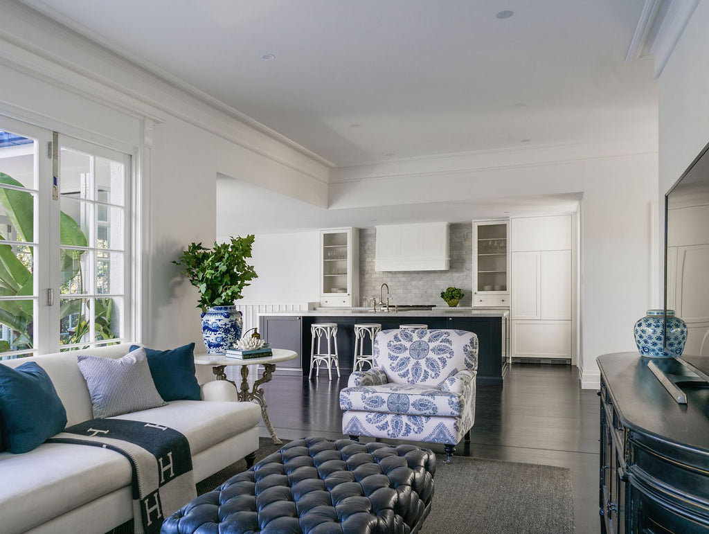 hamptons style living room decorating with blue and white accessories