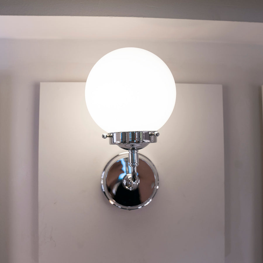 [ME] Dale Wall Lamp Chrome Milky Bulb