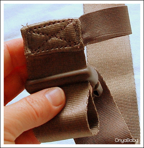 How to thread a buckle on a baby carrier - Step 4