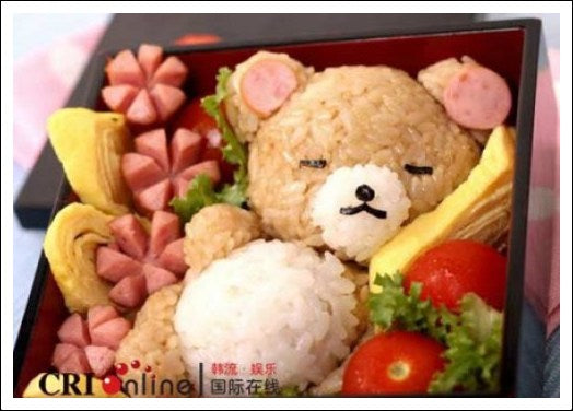 Bento in the shape of a teddy bear