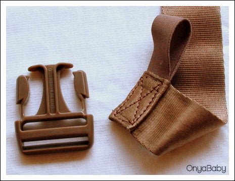 How to thread a buckle on a baby carrier - Step 1