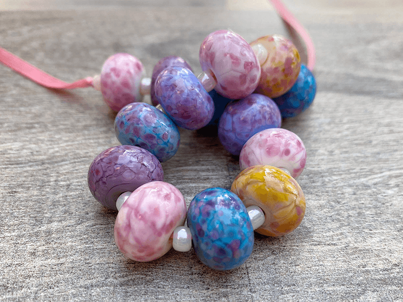 https://www.swcreations.net/collections/lampwork-beads/products/handmade-candy-pink-lampwork-beads-set-sra