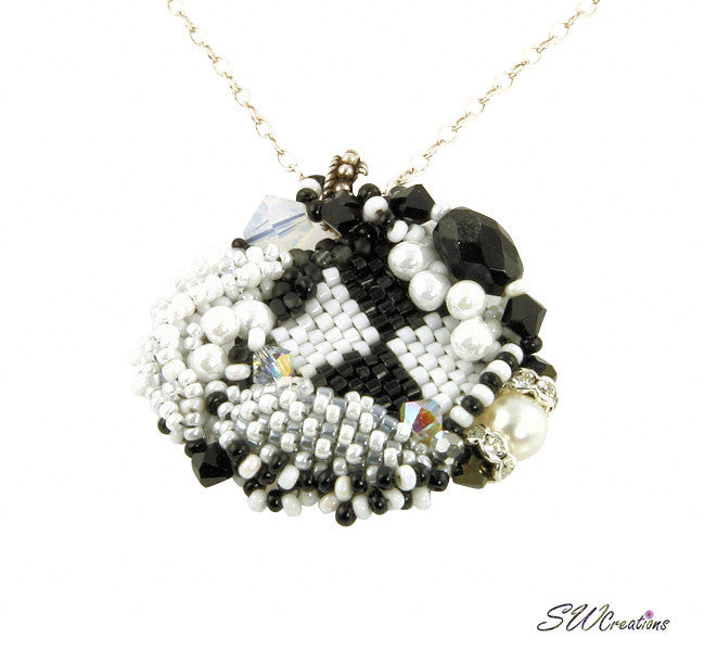 Noir Sur Blanc Bead Art Pendant - SWCreations