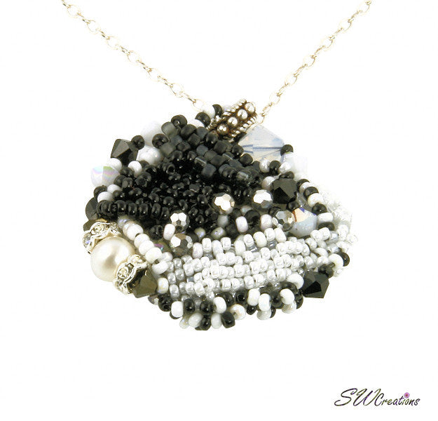 Noir Sur Blanc Bead Art Pendant - SWCreations  - 2