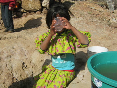 rural-child-drinks-clean-water-thanks-to-eoz-water-purifier-fundacion-tarahumara