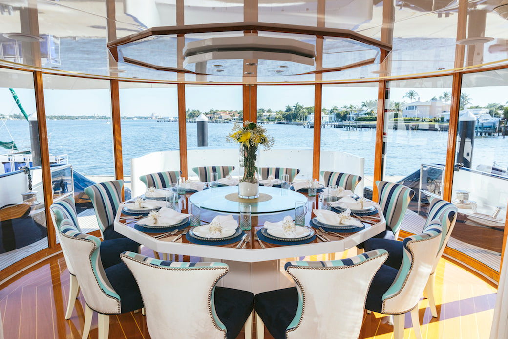octopussy_yacht_table_image