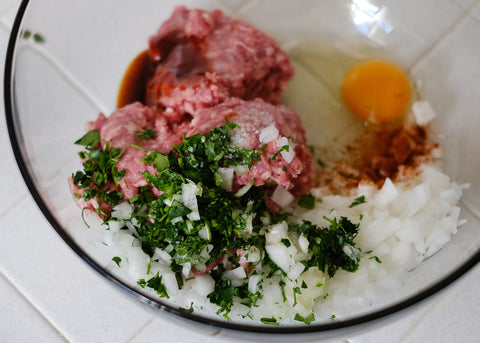 Add the chopped parsley, cracked egg, cayenne pepper, salt, sauce and lamb into the bowl