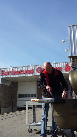 Larry Grilling on the Broil King Keg