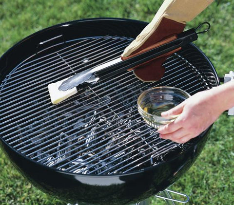 Oiling barbecue grates can pick up loose barbecue bristles