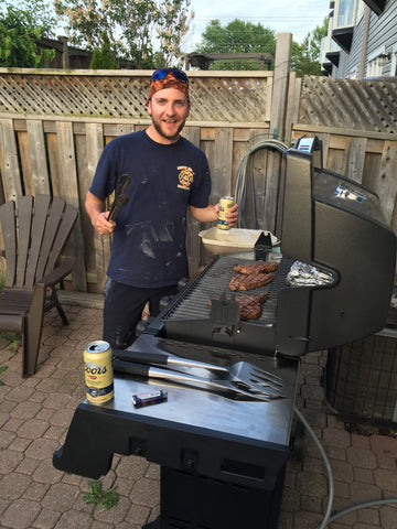 Man grilling on Broil King Signet 320