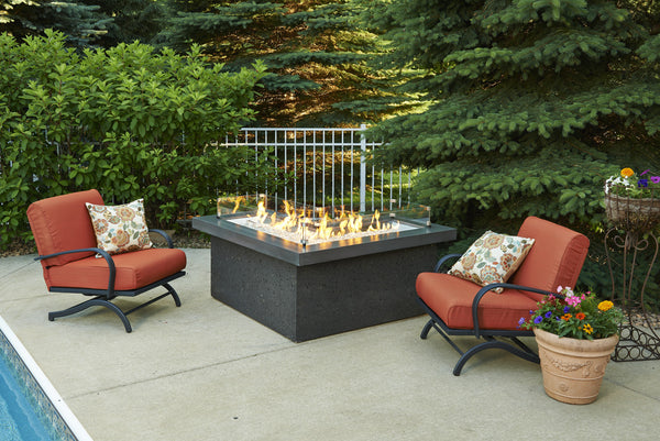 OUTDOOR GREAT ROOM THE POINTE FIRE TABLE