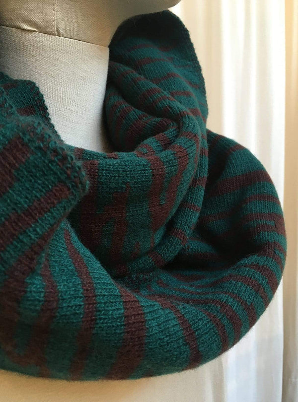 studio JUX Archive sale Lambs wool - round scarf - green print