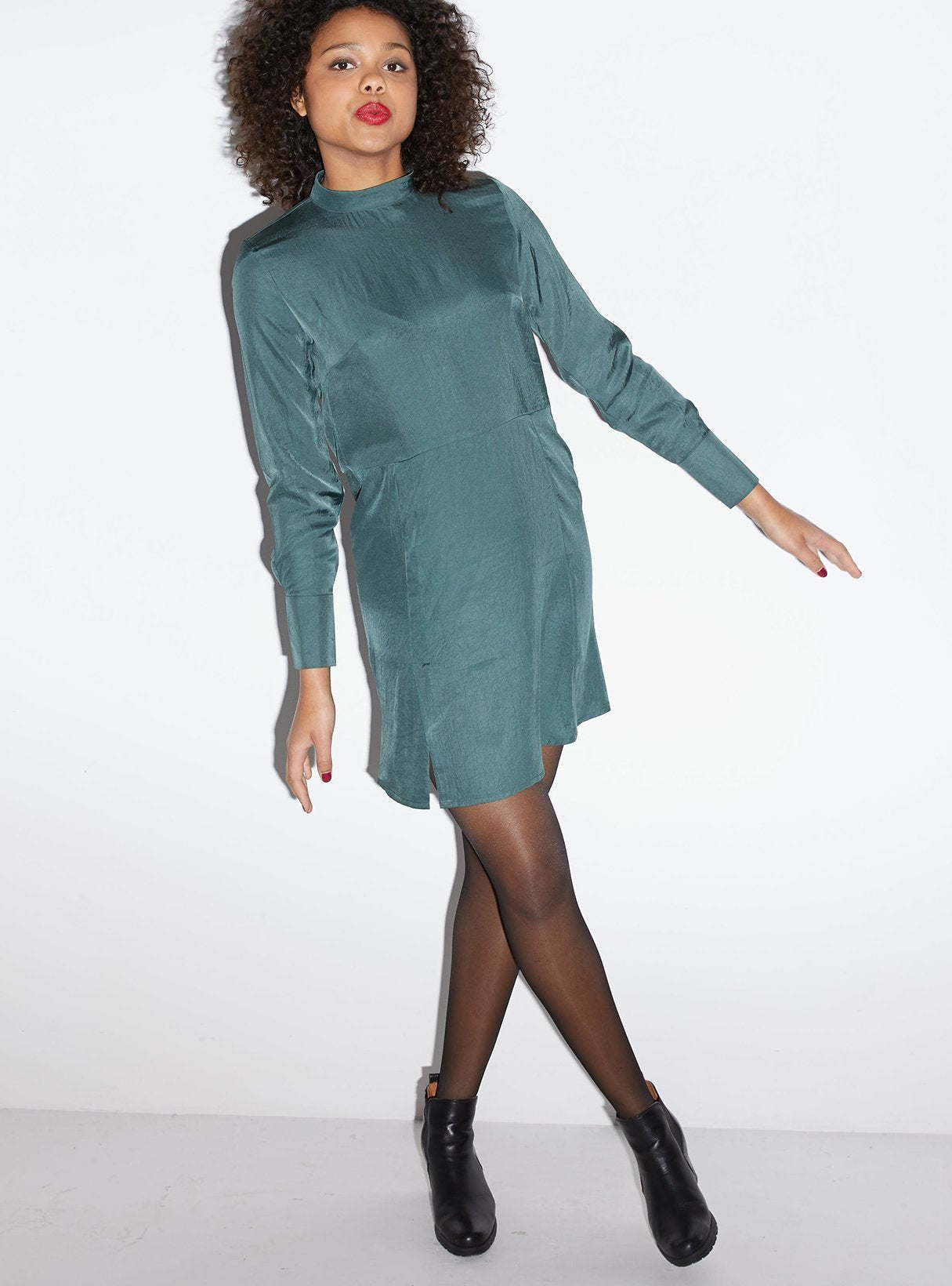 Vegan silk dress with open back - dark green