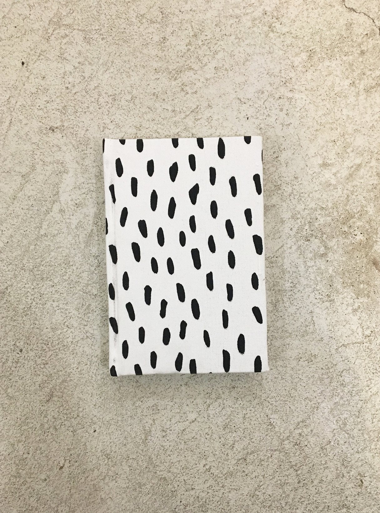 Notebook A6 - black/white dots