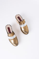Beau clog in old gold
