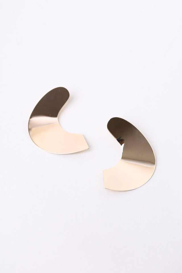 Minoux Curved Organic Earrings in Gold - Vert & Vogue