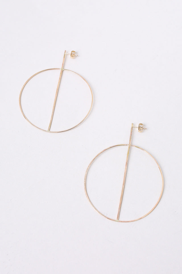 Medium Circle Earring With Crossbar in Gold