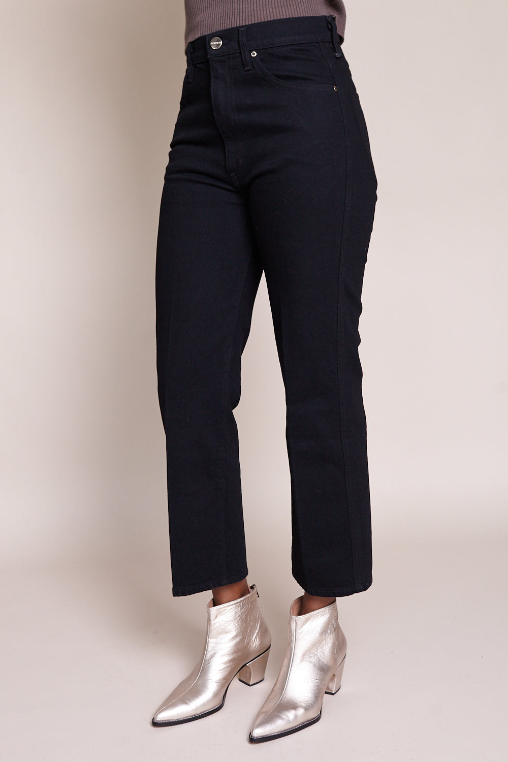 Goldsign Cropped A Jean in Black Rinse - Vert & Vogue