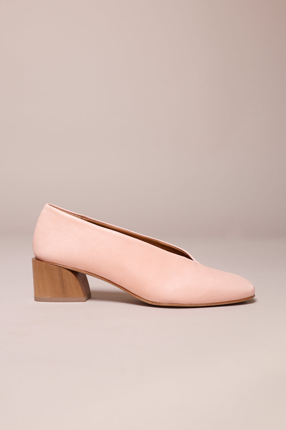 Coclico East Pump in Rock Hard Peach - Vert & Vogue