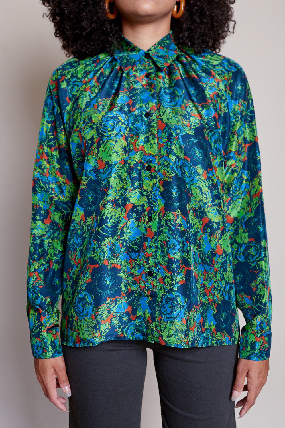 Pleats blouse in J print