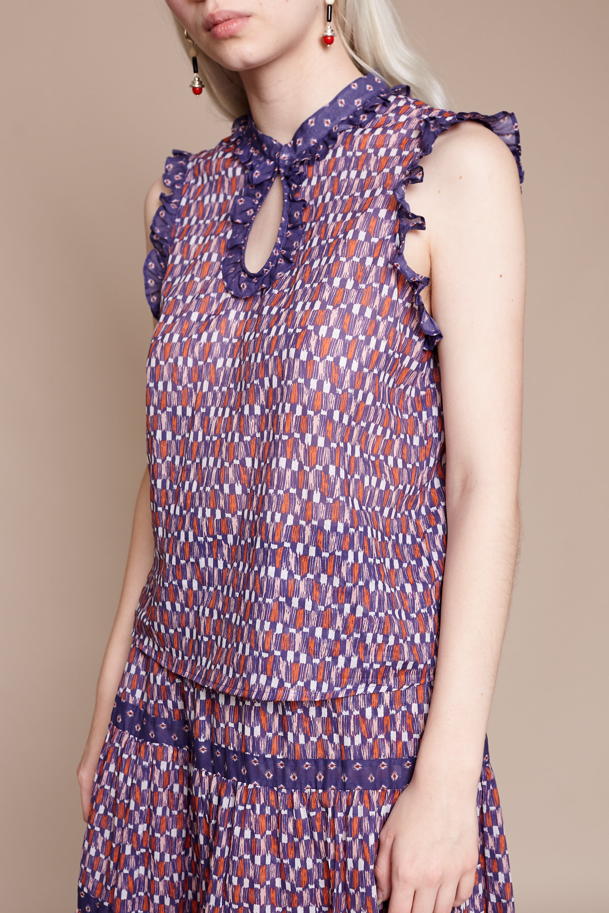 Sleeveless Ines Blouse in Dark Multi
