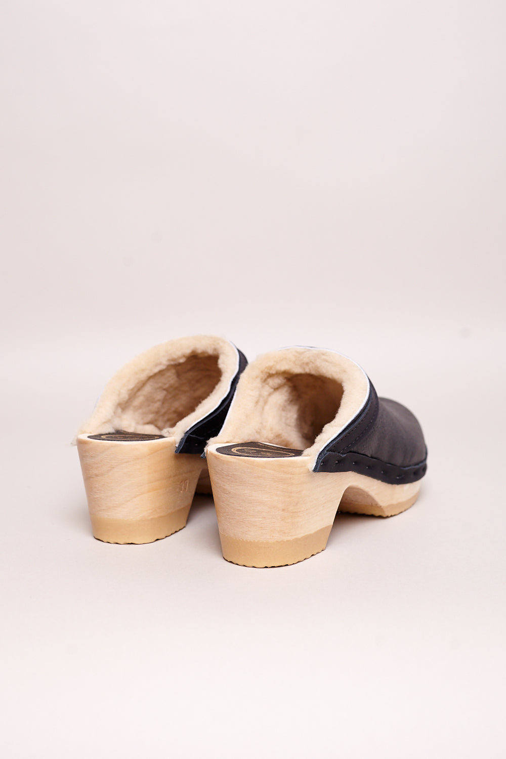 No.6 Dakota Shearling Clog on Mid Heel in Ink Aviator - Vert & Vogue