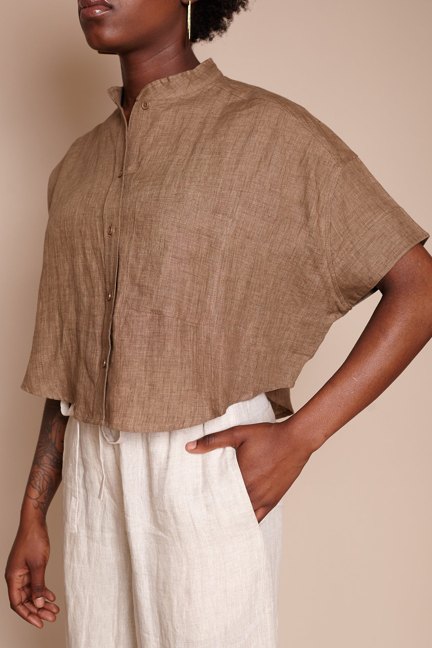 Signature Pocket Cropped Top in Ash Brown