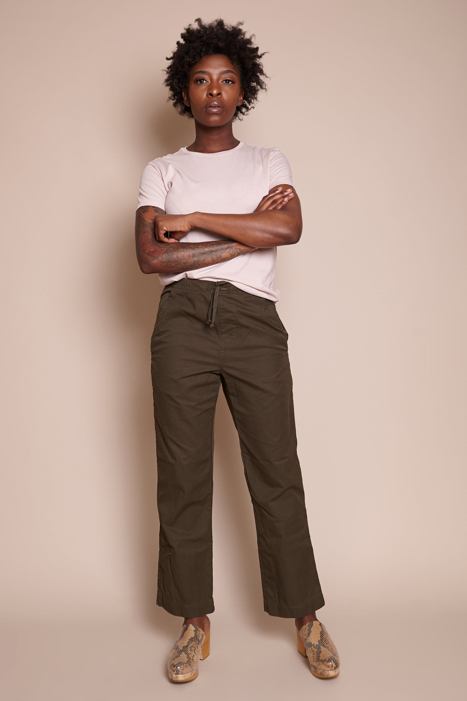 Save Khaki United Comfort Chino in Olive - Vert & Vogue