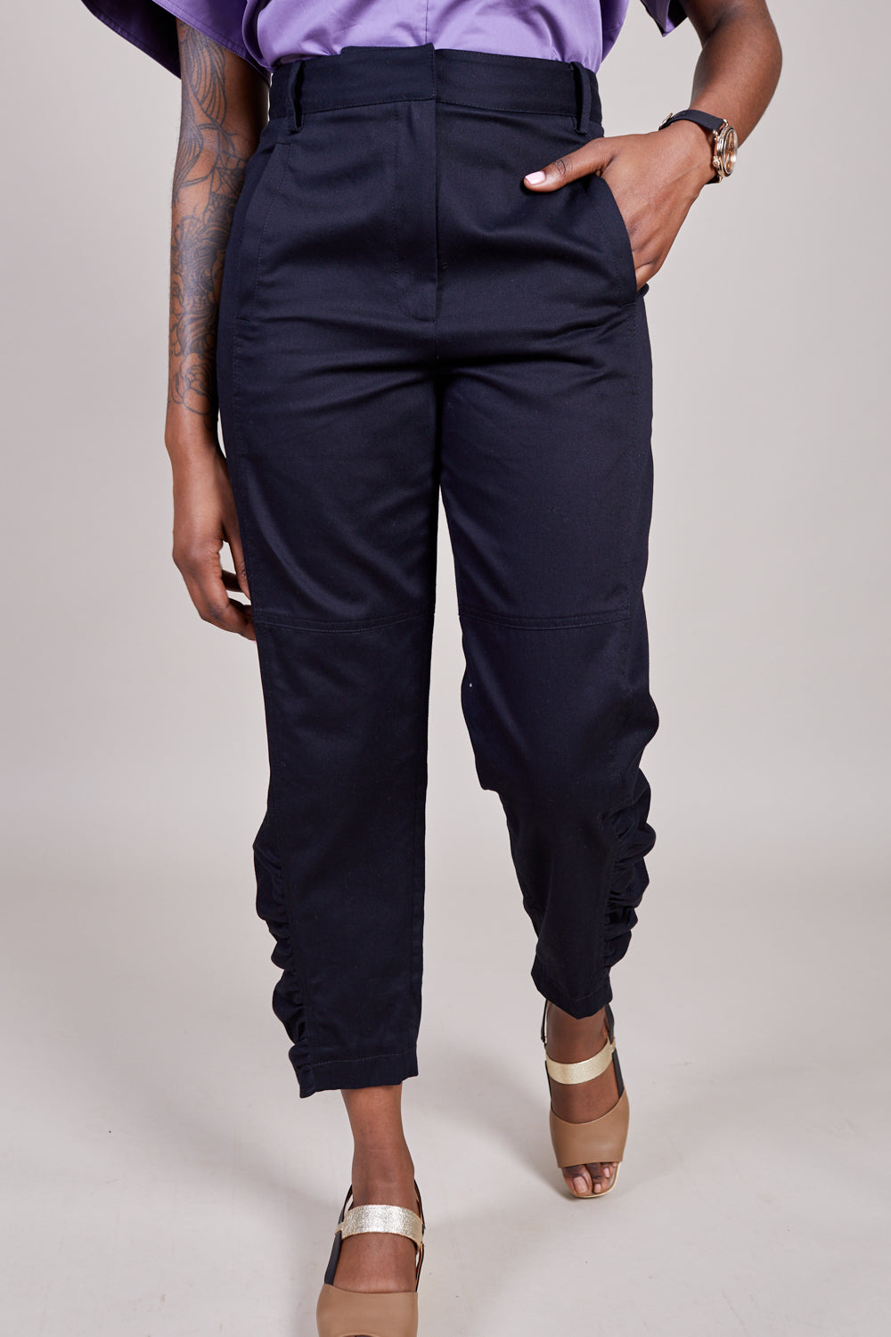 Harrison Chino Ruched Pant in Black