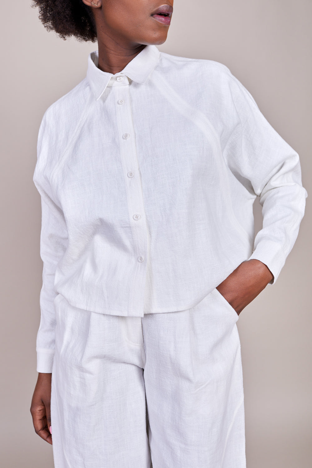 Signature 3/4 Cropped Shirt Jacket in Off White