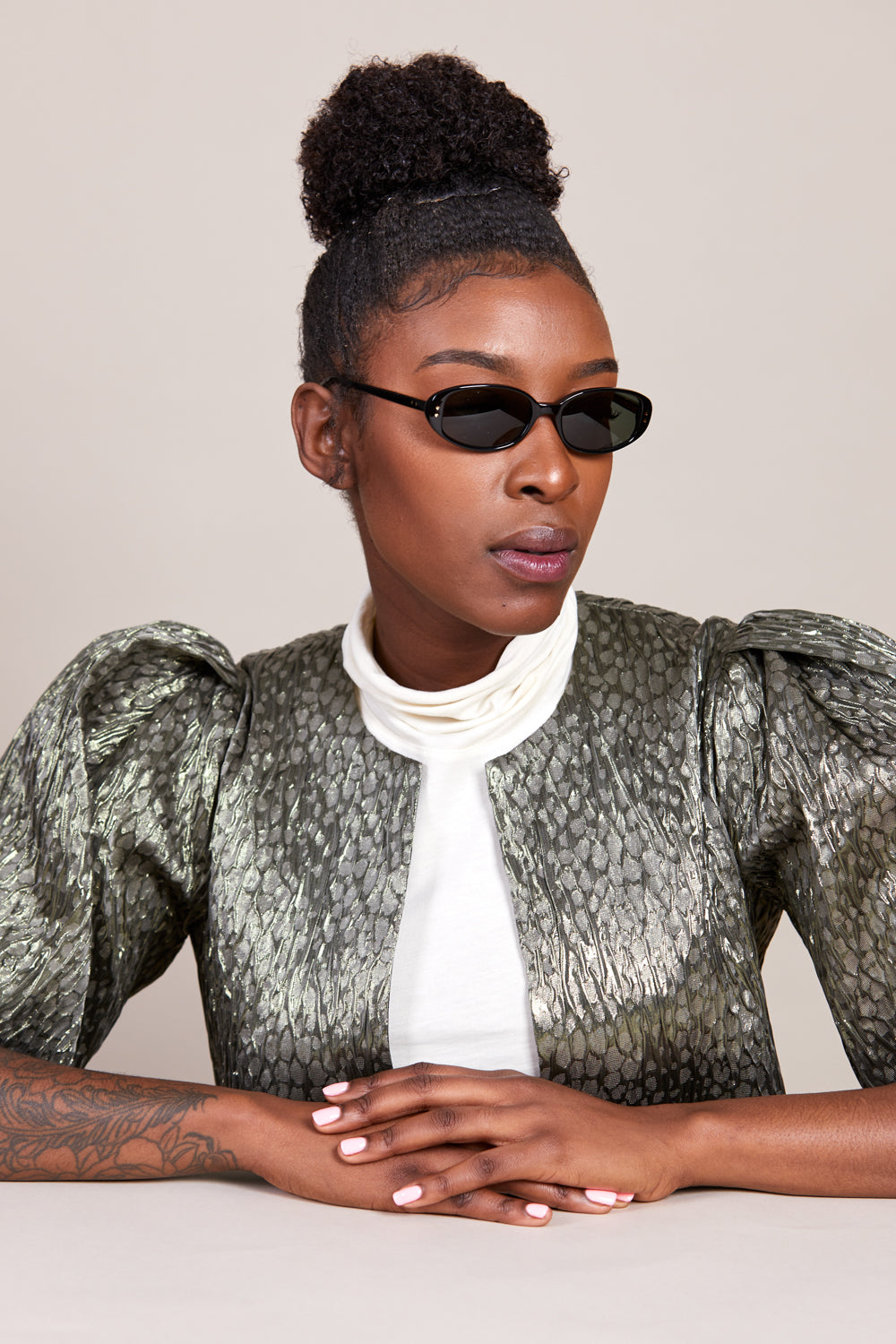 Kate Young For Tura Ivy Sunglasses in Black - Vert & Vogue