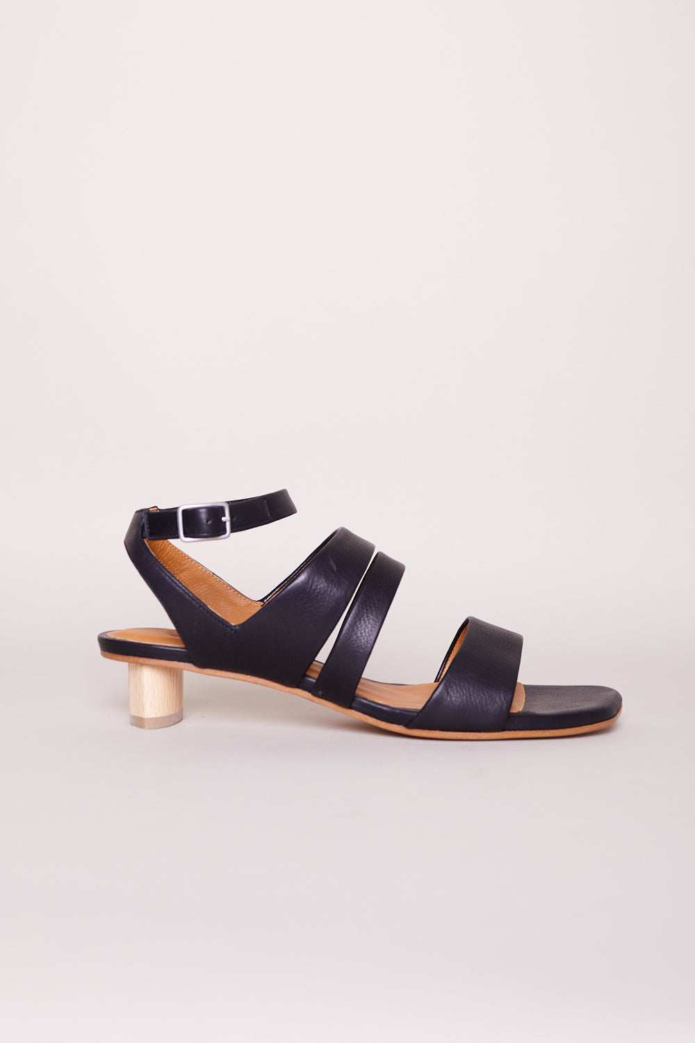 Sloan Sandal in Frida Black