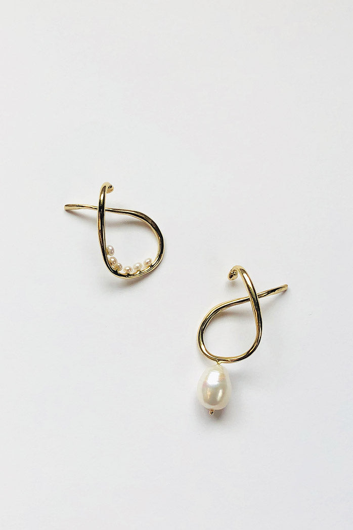 Vinea Hang Perla Earrings