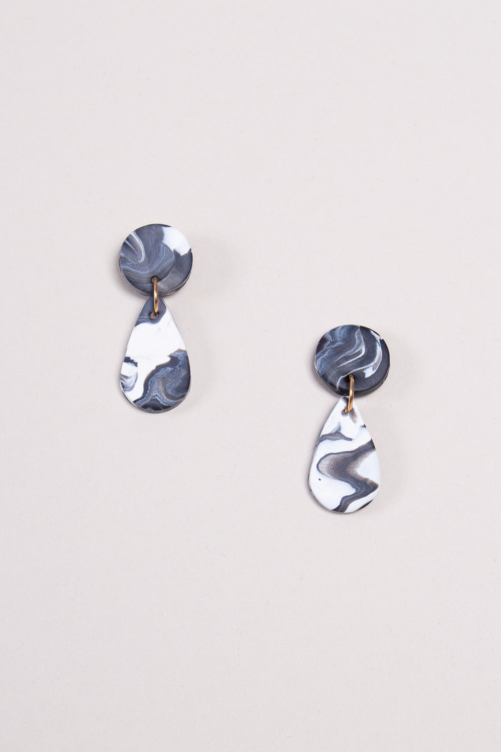 Small Liv Earrings in Black and White Swirl