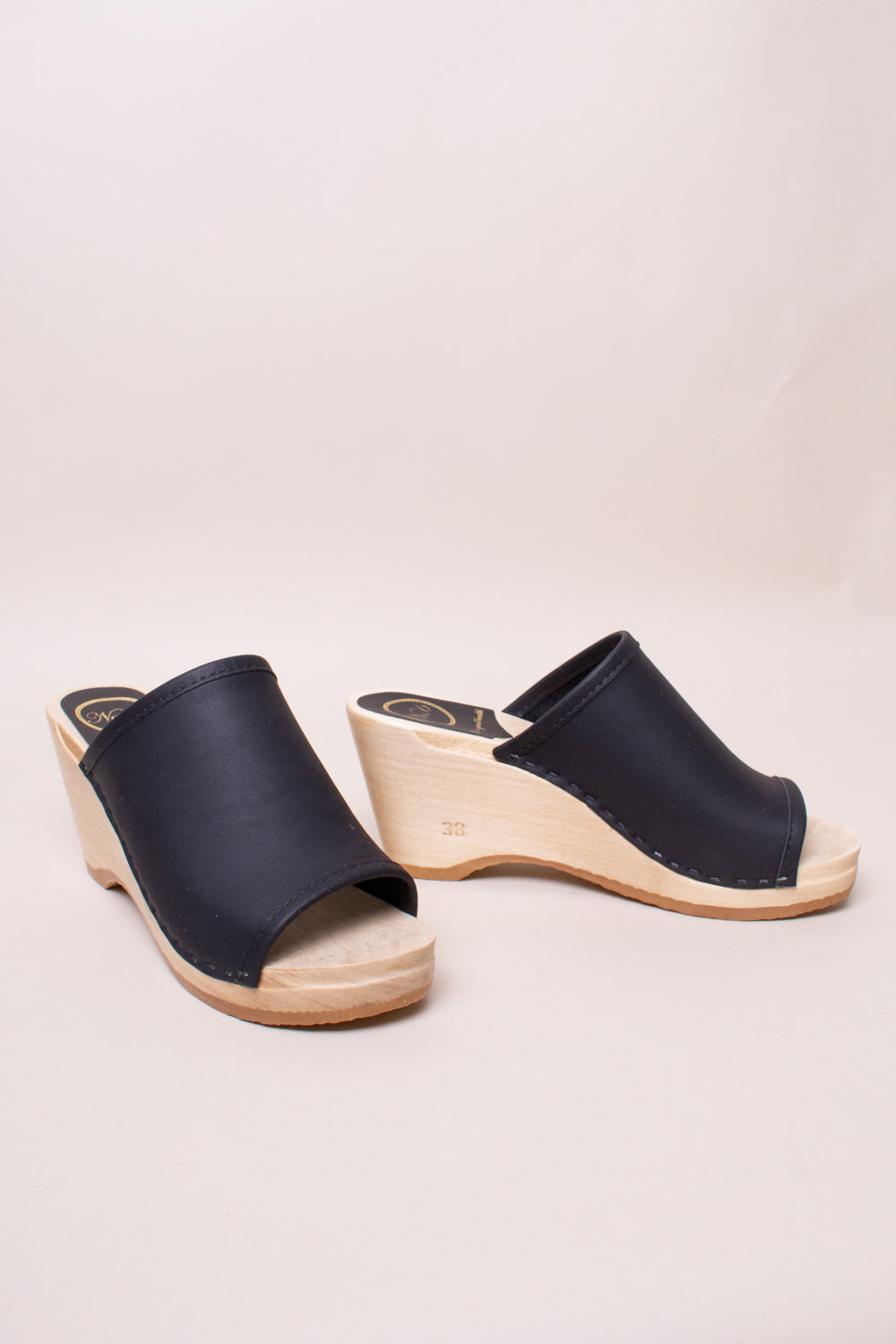 No.6 Daria Clog on Wedge in Black - Vert & Vogue