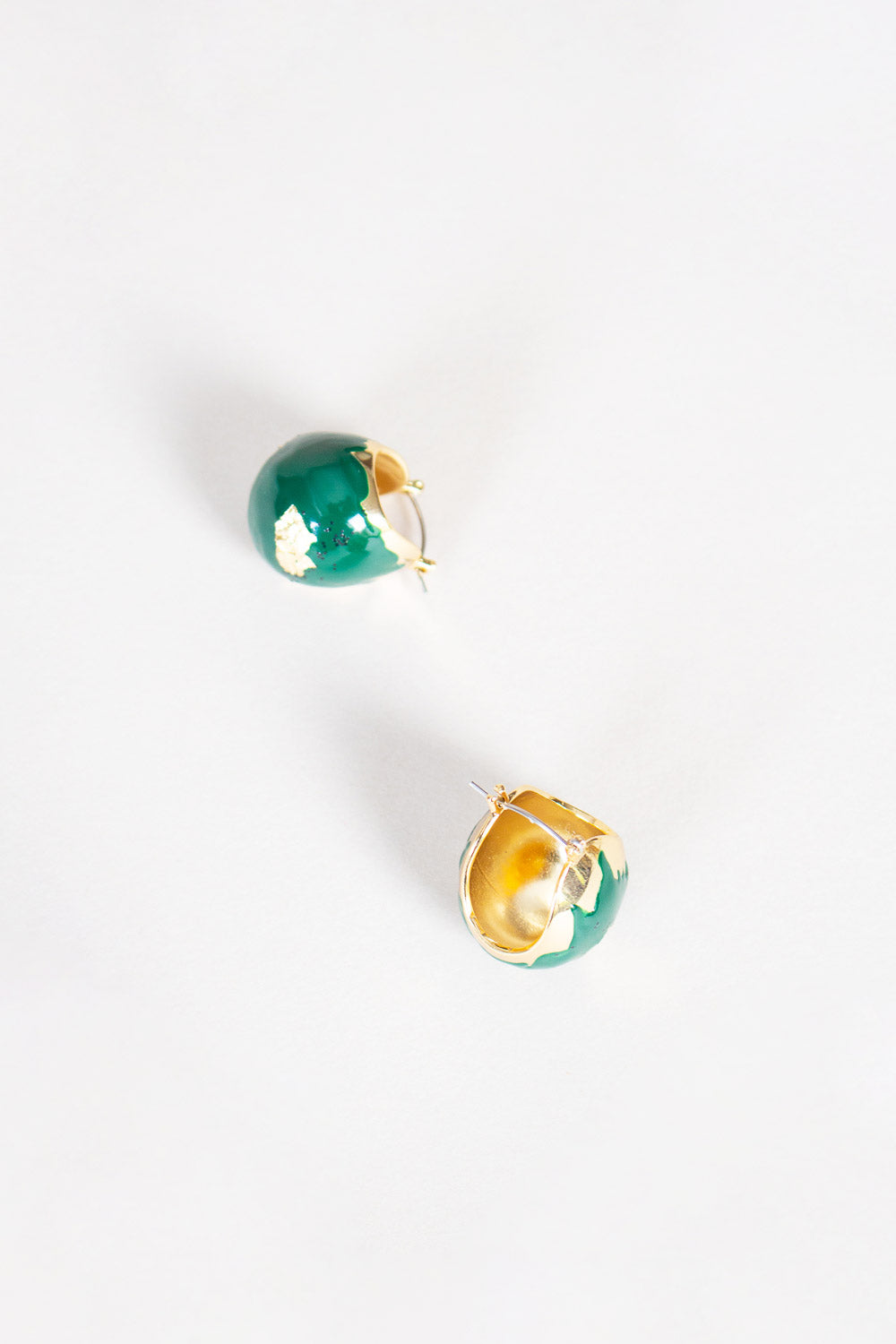 Enamel Keel Earring in Gold/Green