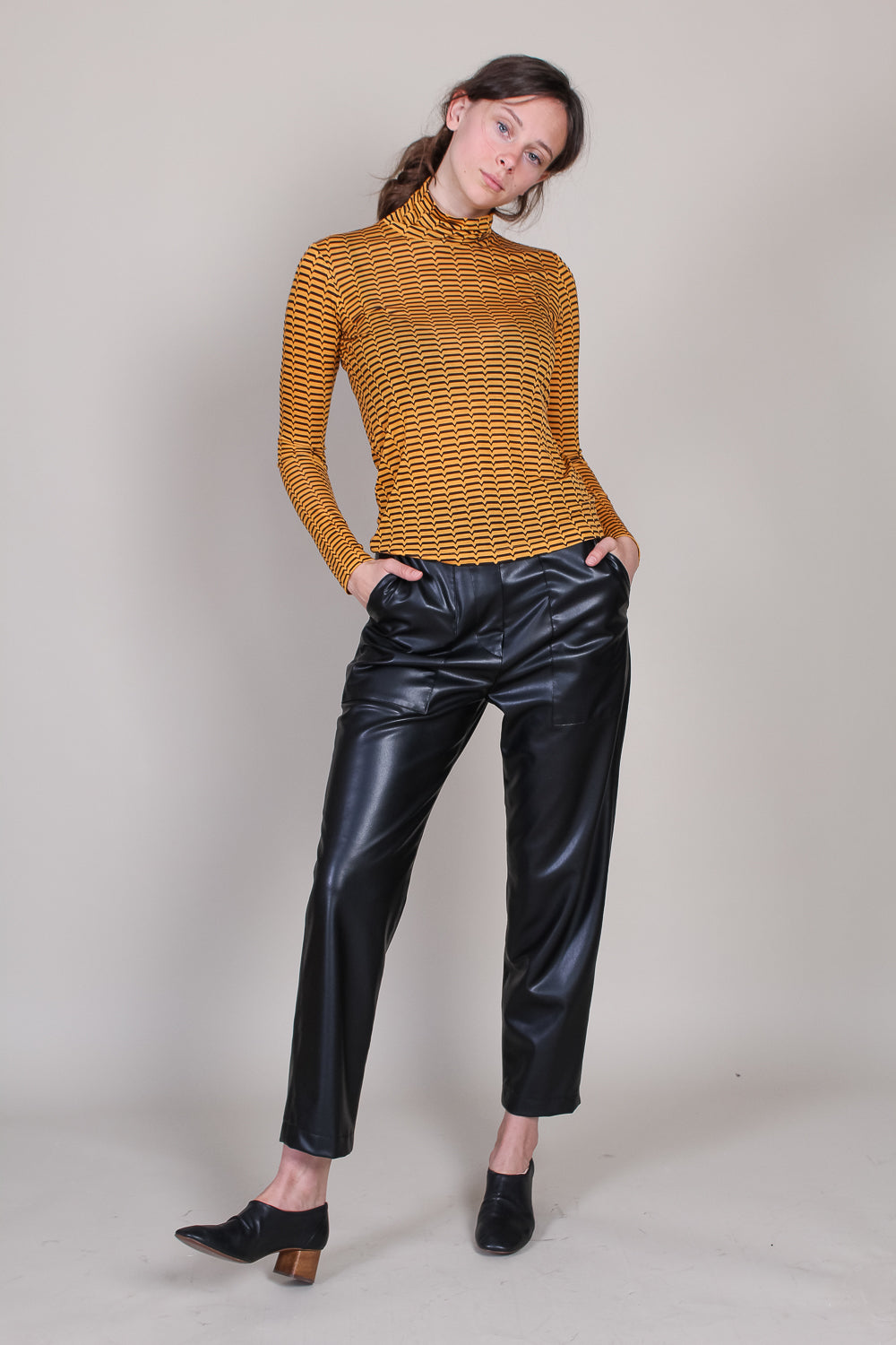 Scout Turtleneck in Gold/Brown Cassini