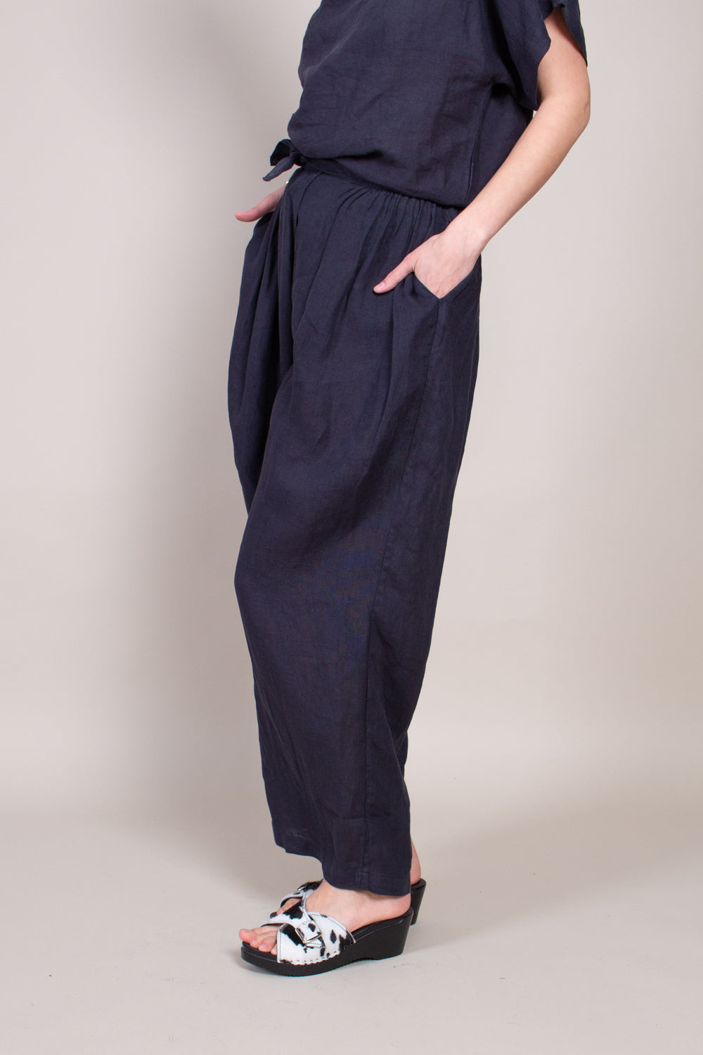 Black Crane Sack Pants in Black - Vert & Vogue