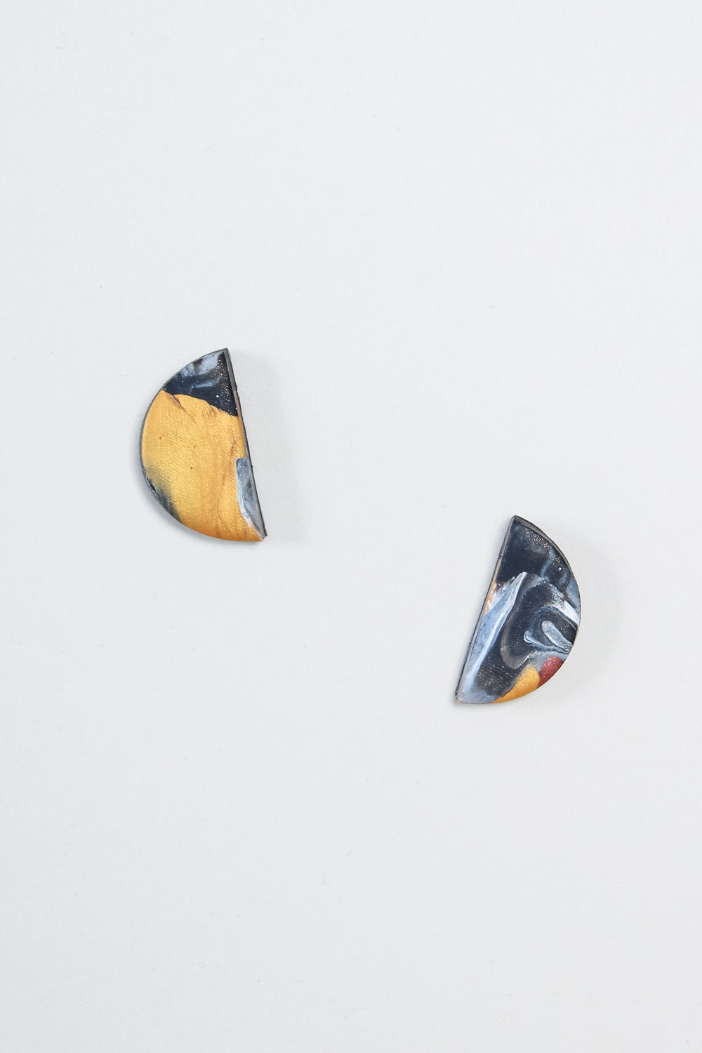 Half Moon Earrings in Gold Swirl
