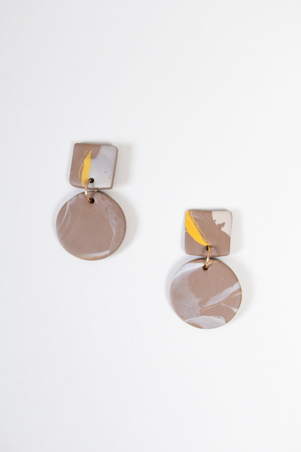 Max Earrings in Brown Mustard