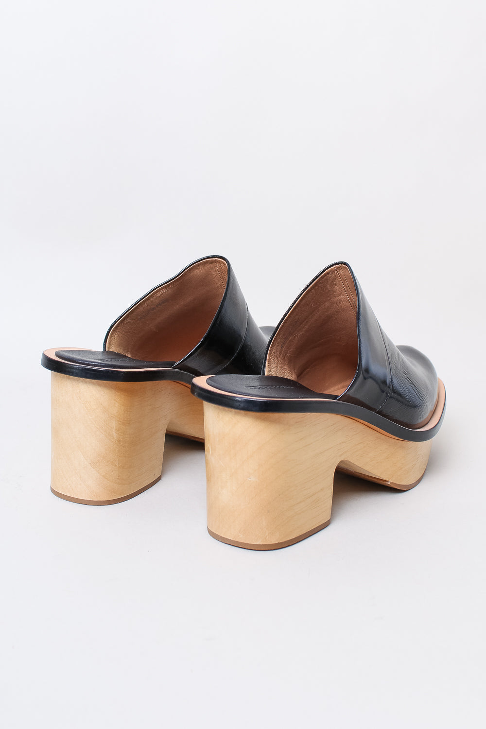 Sapo Clog in Black